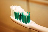 Чистка зубов содой