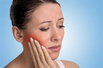Удалили зуб, опухла щека и болит – причины и способы снятия отека и болезненных ощущений