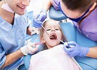 что делать с выпавшими молочными зубами ребенка