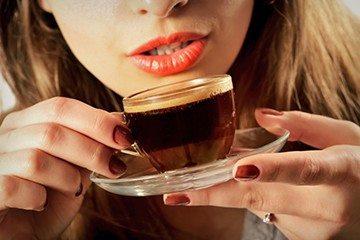 кофе и налет на зубах