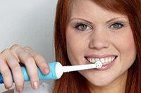чистка зубов электрической щеткой