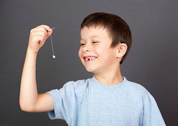удаление шатающегося зуба