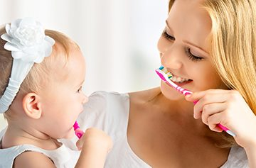 Чистка зубов у ребенка