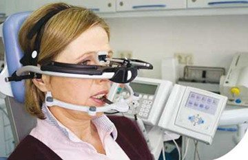 диагностика челюсти у женщины на современном аппарате