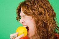 болят зубы при кислом у ребенка