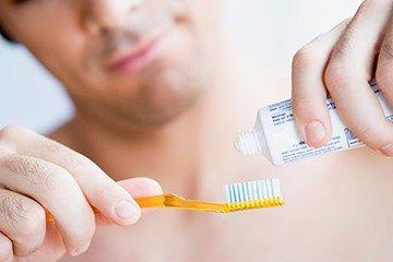 паста и зубная щетка