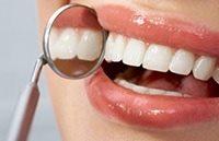 пародонтологическая процедура по очистке зубов и десен