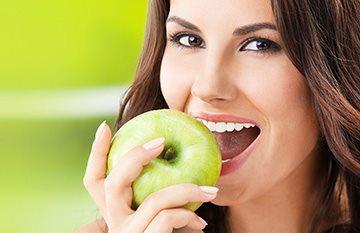яблоко для здоровья зубов